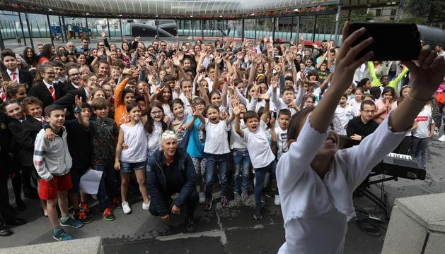 L'esdeveniment ha estat organitzat per l´Associació del Cor dels Petits Cantors en comunió amb el moviment 'Sing for the climate'