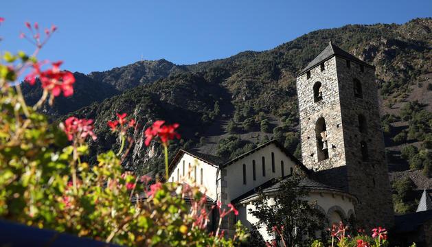 Imatge del Pic de Carroi des de la Plaça del Poble d'Andorra la Vella.