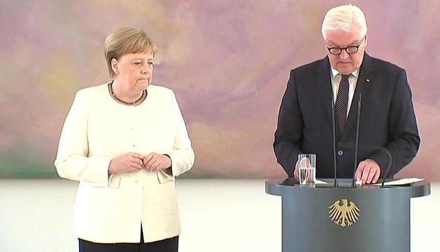 Angela Merkel va patir convulsions durant un acte a Berlín.