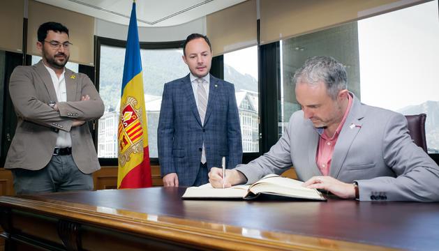 El cap de Govern, Xavier Espot, amb l'alcalde de la Seu d'Urgell, Jordi Fàbrega i el regidor Francesc Vilaplana