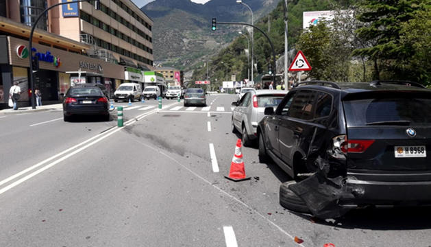 Els vehicles implicats en l'accident, ahir.