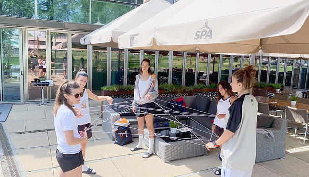 Un taller de dinàmiques esportives de PsicoB amb la selecció femenina de bàsquet 3x3 per millorar el treball en equip