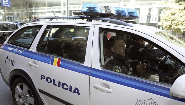 Tomàs Gea dins del cotxe policial que el va portar a la Batllia.