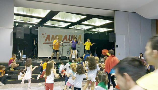 Els infants van passar la tarda al centre esportiu.