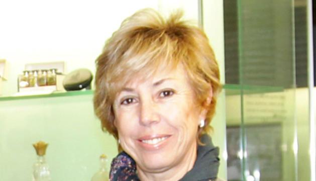 Melània Zamora en l'entrega d'un xec de Perfumeríes Júlia a Unicef