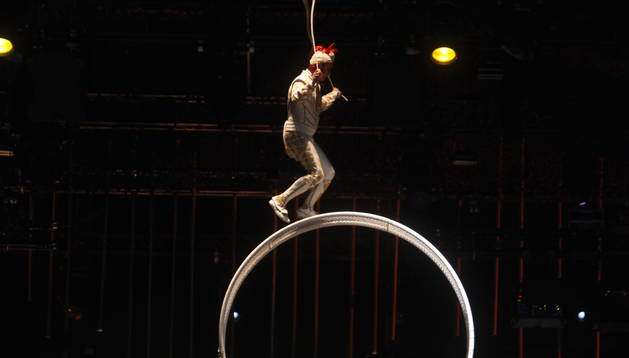 'MATER NATURA'. La roda per la qual giraven els artistes del Cirque va ser la protagonista de l'espectacle.