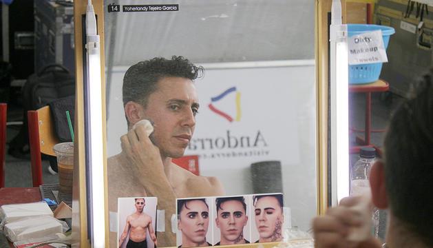 A l'esquerra, el protagonista de 'Rebel', Yoherlandy Tejeiro Garcia.