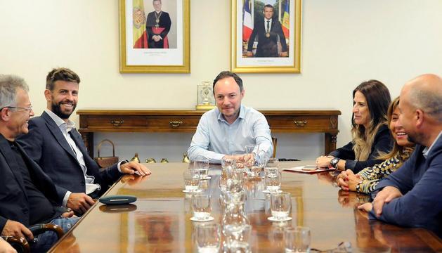 Piqué amb Espot, Riva, Marsol i Torres a l'edifici administratiu de Govern.