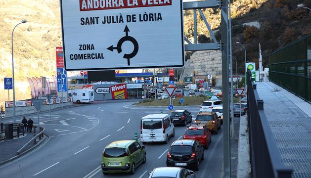 Les cues es van produir a la CG-1 d'entrada a Sant Julià.