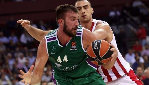 Dejan Musli, en un partit de la seva etapa com a jugador de l'Unicaja de Màlaga.
