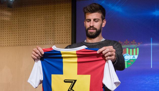 Gerard Piqué amb la samarreta del FC Andorra