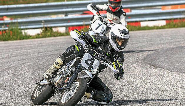 l'alejo ruiz ha après noves tècniques durant el campus CampRialp, al Circuit d'Andorra