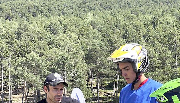 Toni Bou amb els participants delTrial Summer Camp.