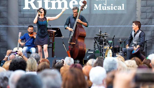 Un moment del concert d'Elena Gadel d'ahir