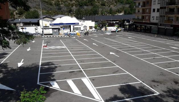 L'aparcament amb la pintura nova.