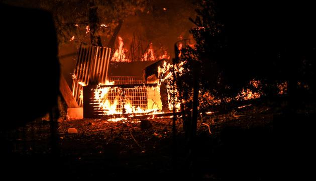 Un moment de l'incendi a Eubea.