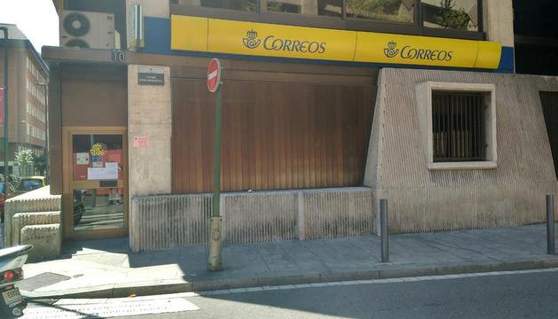 L'oficina de correus de la capital, tancada per vaga