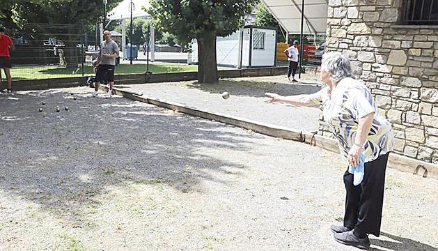 Els adults van participar en el campionat de petanca