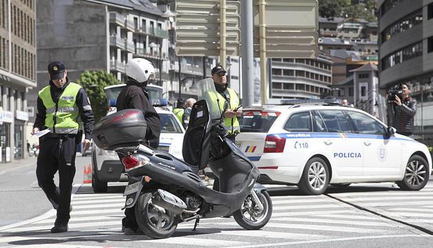 Agents de la policia en un control durant la campanya de l'any passat.