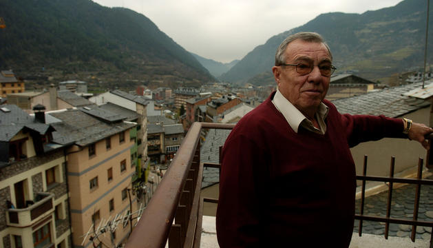 Csoka al seu pis d'Andorra, on residia.
