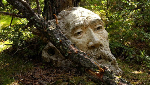 Una de les escultures de Calvente