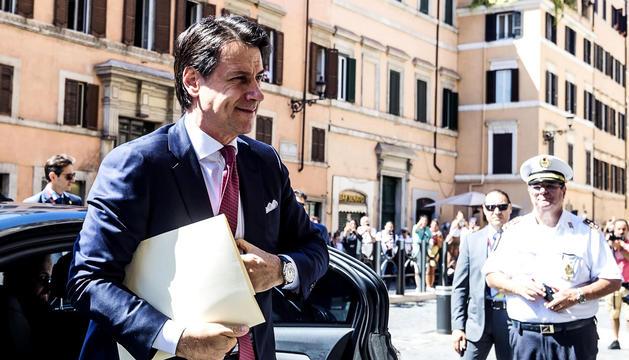 Giuseppe Conte, a l'entrar al Senat italià.