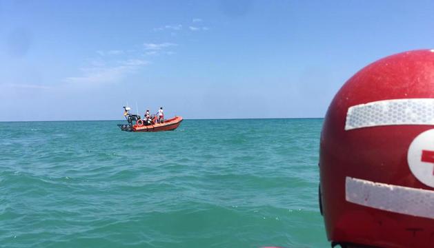Una de les embarcacions que van participar en el rescat.