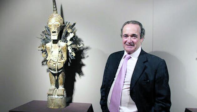El col·leccionista català Ramon Abad, propietari de les peces.
