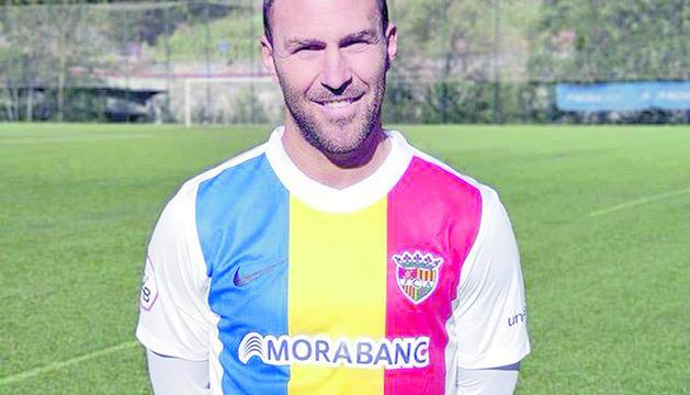 Víctor Casadesús ja llueix la samarreta tricolor