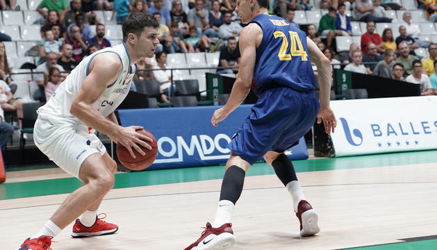 Dejan Todorovic i Kyle Kuric durant el partit.