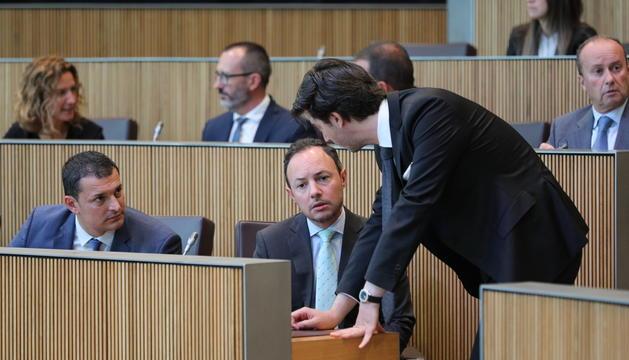 El cap de Govern, Xavier Espot, amb els Ministres Gallardo i Enseñat durant la sessió del Consell General