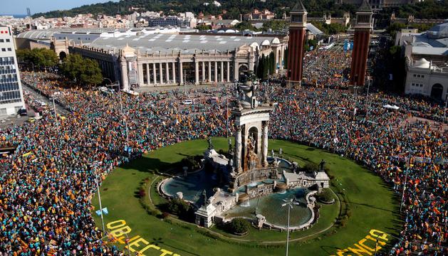 Un moment de la manifestació independentista d'ahir a Barcelona.