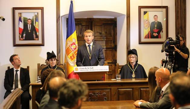 El Copríncep francès durant el discus a Casa de la Vall