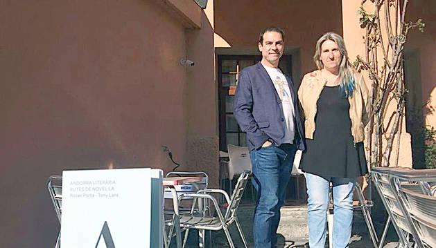 Roser Porta i Tony Lara, coautors del llibre.