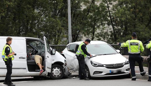 Els dos conductors van patir lesions de poca consideració.