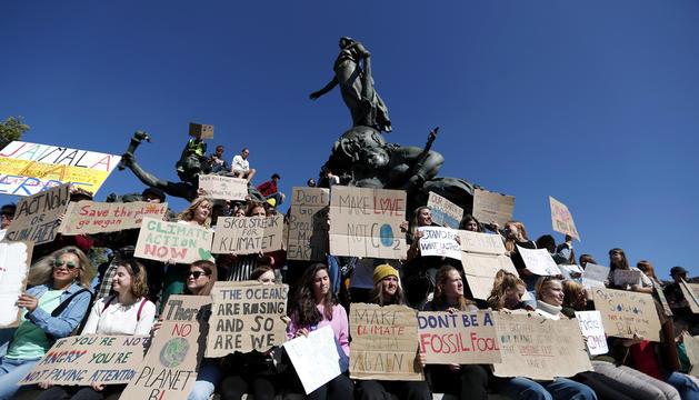 Un moment de la protesta convocada ahir a París.