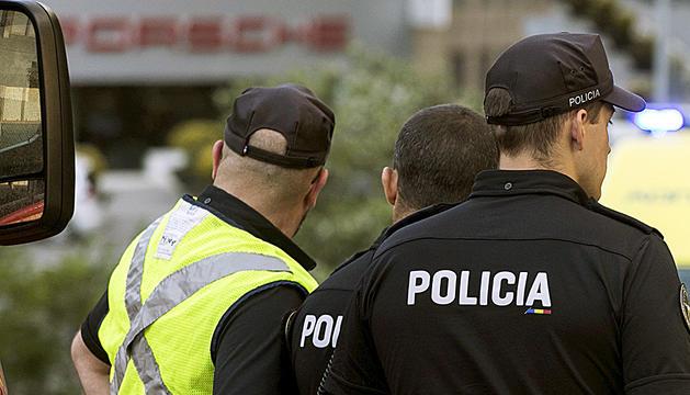 Patrulla de policia per la zona.
