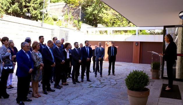 Els assistents a l'homenatge de recolliment de Jacques Chirac que ha organitzat l'ambaixada francesa