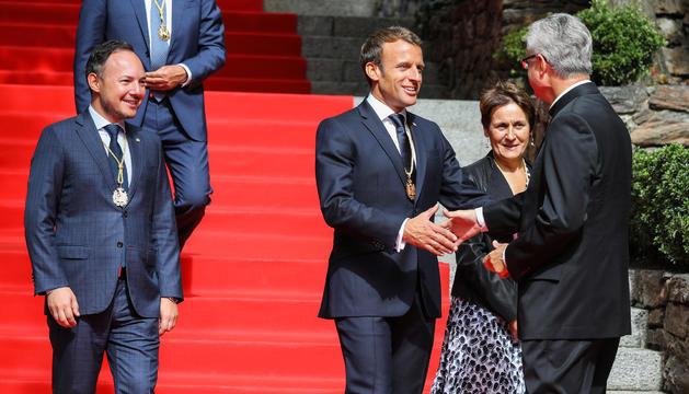 El copríncep Macron, Espot, Suñé i Vives durant la visita al Principat