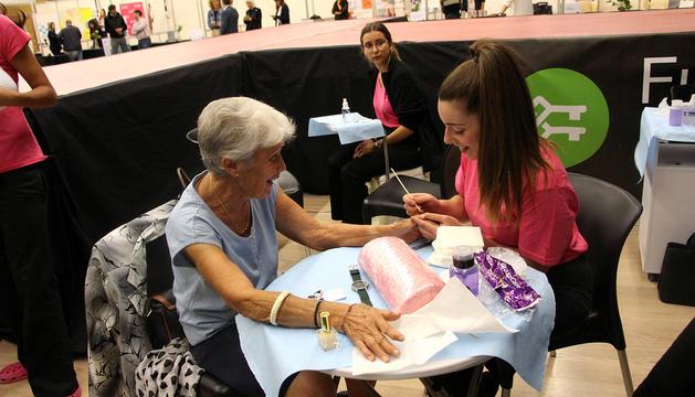 Una senyora participant al Saló de la gent gran.