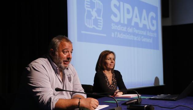 El president del Sipaag, Lluís Anguita junt la  durant una assemblea