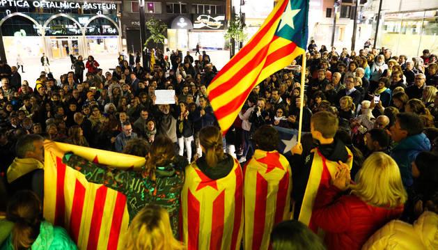 Els concentrats van reclamar amnistia i llibertat per als líders independentistes.