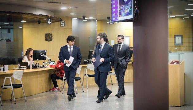El director de l'AFA, Ramon López, i el ministre de Finances i Portaveu, Eric Jover, abans de la roda de premsa.