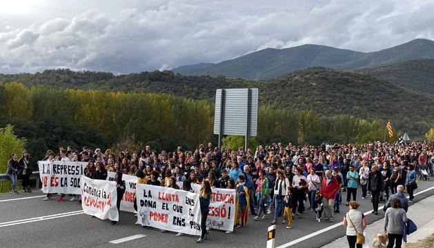 Els manifestants retirant-se de l'N-145