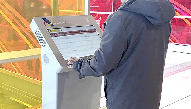 Una màquina per fer el tràmit electrònic de devolució de l'IVA.