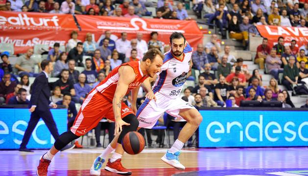 Rafa Luz superant Álvaro Muñoz en un duel d'enguany.