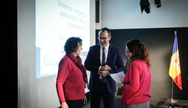 Joana Gallego, a l'esquerra, amb el ministre Filloy.