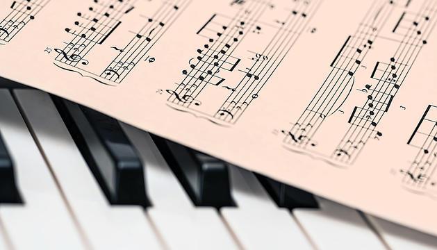 El sistema de notes musicals d'Occident (do, re, mi, fa, sol, la, si) és ben diferent del que es fa servir a l'Índia (sa, ri, ga, ma, pa sha, ni)