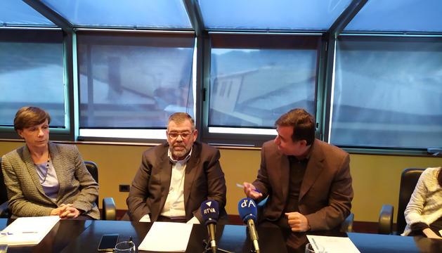 Joaquima Sol, Jean-Michel Rascagneres i Josep Delgado, presentant el balanç de la seva gestió.