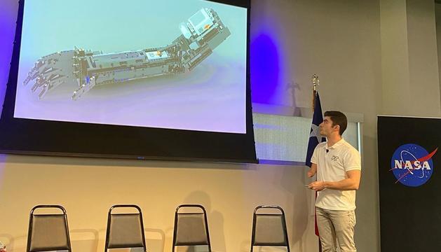 David Aguilar durant la conferència en el NASA Johnson Sapce Center de Houst
